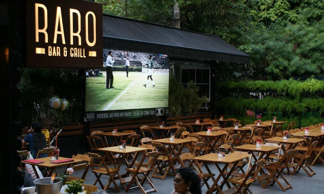 Raro Bar e Grill. - O restaurante oferece três tipos de pacote para as confraternizações de final de ano: Standard (R$80, mínimo de 10 pessoas); Master (R$ 270, 3 horas de evento com open bar, mínimo de 10 pessoas); e o Premium (R$ 320, 3 horas de evento, mínimo de 10 pessoas). Os pratos e bebidas variam de acordo com o pacote. Cobal de Botafogo - Voluntários da Pátria 448, Botafogo (2537-8108). Diariamente, das 11h à 1h. Foto: Divulgação
