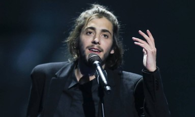 O cantor português Salvador Sobral Foto: Efrem Lukatsky / AP