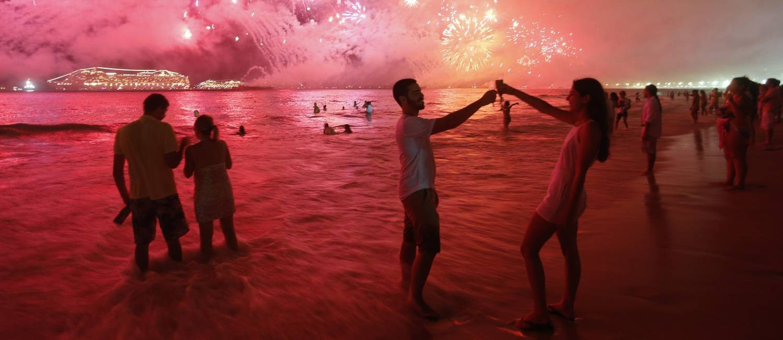 Celebração do réveillon na Praia de Copacabana Foto: Marcelo Carnaval em 01/01/2017 / Agência O Globo