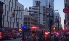 Polícia, Corpo de Bombeiros e ambulâncias ocupam região da Times Square Foto: Reprodução/Facebook
