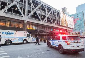 Polícia de Nova York cerca terminal de ônibus Port Authority após explosão Foto: BRYAN R. SMITH / AFP