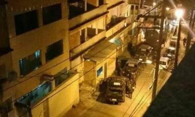 Policiais na região, segundo relato de moradores Foto: Reprodução de Internet