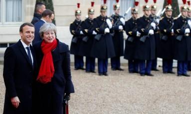 "O presidente francês, Emmanuel Macron, recebe a primeira-ministra britânica, Theresa May, para a cúpula ""Um Planeta"" Foto: PHILIPPE WOJAZER / REUTERS"