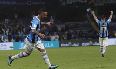 Everton corre para comemorar o gol que abriu o placar Foto: Hassan Ammar / AP