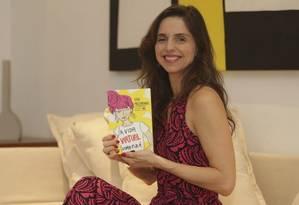 """Autora estreante. Luisa lança seu livro """"A vida virtual como ela é"""" Foto: Roberto Moreyra"""