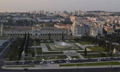 Mosteiro dos Jerônimos. Vista do alto do Padrão dos Descobrimentos, em Lisboa Foto: Cristina Massari