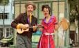 Versáteis. Palhaçaria, música e teatro Foto: Brenno Carvalho / Agência O Globo