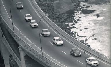 O fotógrafo Anibal Philot reuniu todos os carros em movimento com um clique preciso Foto: Foto: Anibal Philot / Agência O Globo
