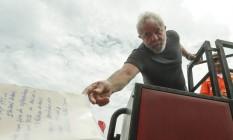 Lula em Itaboraí (RJ) durante caravana pelo estado do Rio Foto: Gabriel de Paiva / Agência O Globo 07/12/2017