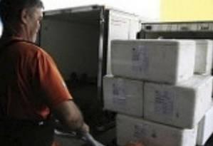 Secretaria municipal de Saúde divulgou fotos de medicamentos saindo do estoque central Foto: Divulgação / SMS