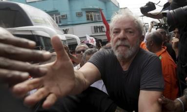 """Ex-presidente Luiz Inácio Lula da Silva durante a caravana """"Lula pelo Brasil"""", em Duque de Caxias, na Baixada Fluminense Foto: Gabriel de Paiva / Agência O Globo (07/12/2017)"""