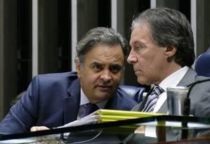 O senador Aécio Neves (PSDB-MG) e o presidente do Senado Eunício Oliveira (PMDB-CE) Foto: Roque de Sá/Agência Senado