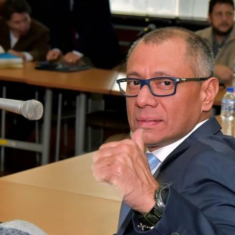 O vice-presidente do Equador, Jorge Glas, faz gesto antes de audiência em Quito Foto: RODRIGO BUENDIA / AFP