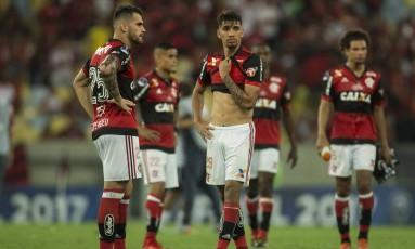 O abatimento de Vizeu, Everton, Paquetá e Arão após novo vice-campeonato do Flamengo Foto: Guito Moreto