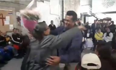 Mãe revê filho no México após 16 anos Foto: Reprodução/Twitter
