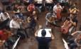 O maestro Carlos Prazeres regendo ensaio da Osba Foto: Reprodução