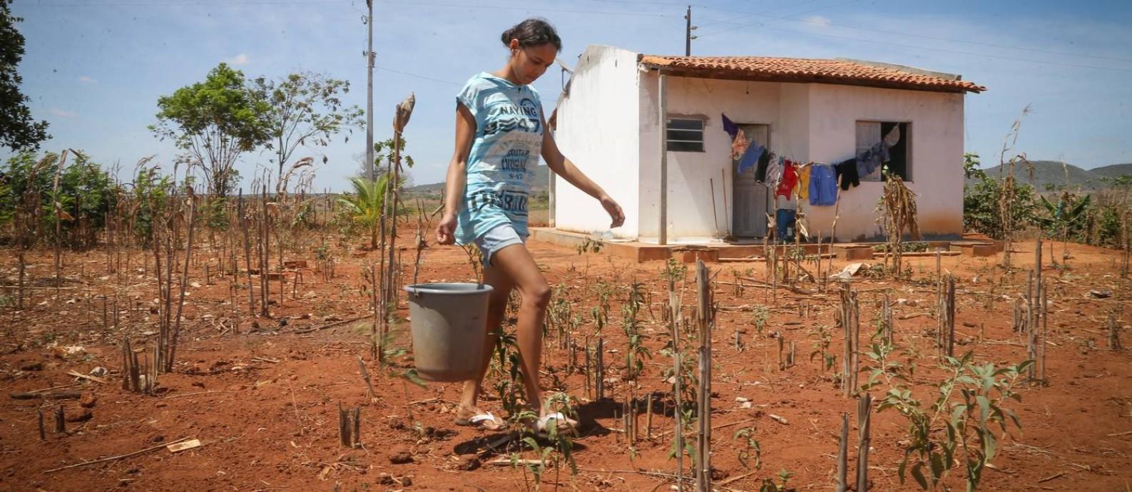 Serviço de abastecimento de água não chega a 27% das pessoas em situação de pobreza no país Foto: Marcos Alves / Agência O Globo