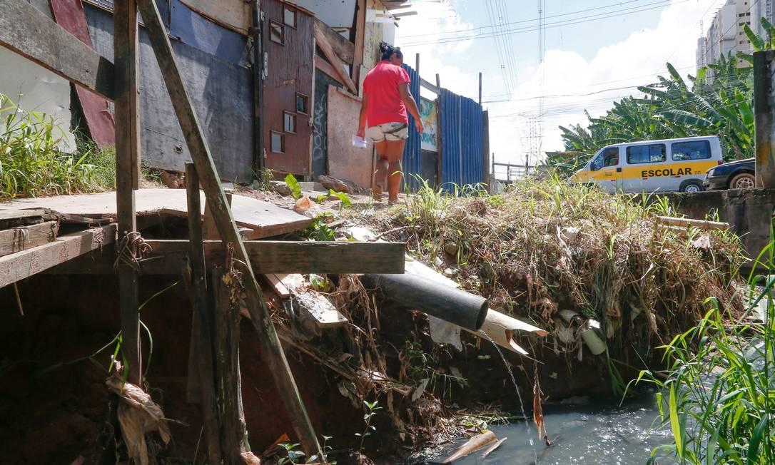 Maior privação está no alcance do saneamento básico: não era acessado por 38% dos brasileiros em 2016 Foto: / Marcos Alves