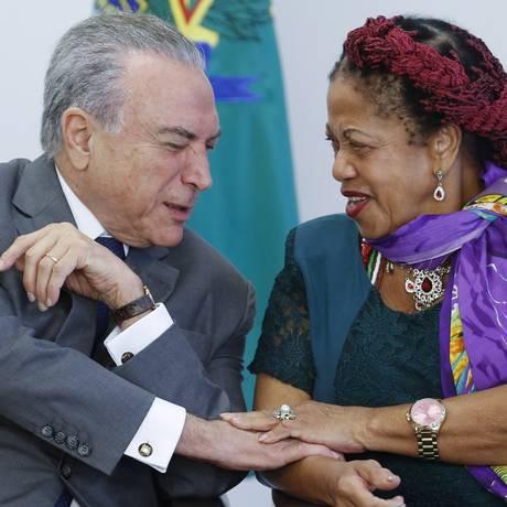 Luislinda Valois e Temer na cerimônia de Assinatura de Atos em Prol das Mulheres. Foto: Ailton de Freitas / Agência O Globo 12/04/2017