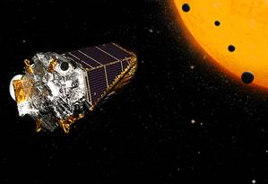 Ilustração mostra o telescópio espacial Kepler e um exemplo de sistema planetário que o equipamento é capaz de encontrar pelo método de trãnsito Foto: NASA/Ames Research Center/Wendy Stenzel