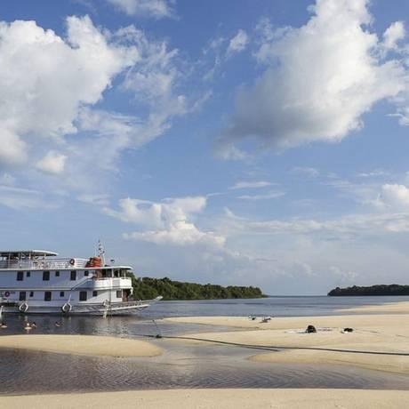 Barco. Há pacotes para virar o ano em praias amazônicas à beira do Rio Negro Foto: Jorge Metne / Jorge Metne/Turismo Consciente/Divulgação