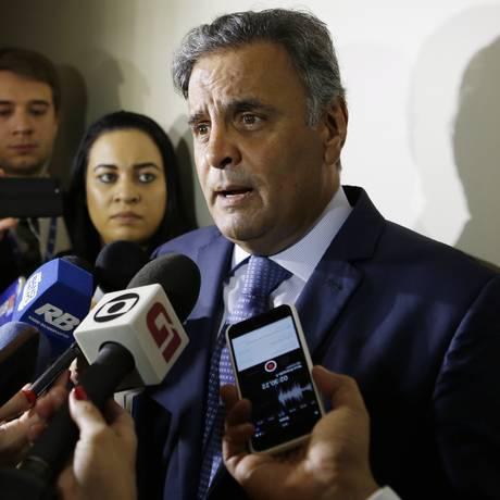 O senador Aécio Neves (PSDB-MG), durante entrevista Foto: Michel Filho/Agência O Globo/06-12-2017