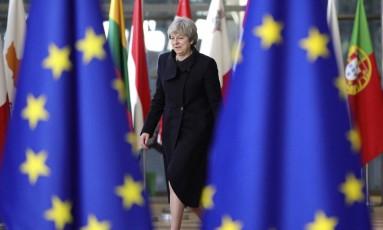 A primeira-ministra britânica, Theresa May, chega para uma cúpula com líderes europeus em Bruxelas Foto: Olivier Matthys / AP