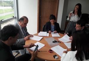 O governador Luiz Fernando Pezão durante assinatura do contrato de empréstimo nesta quinta-feira Foto: Divulgação