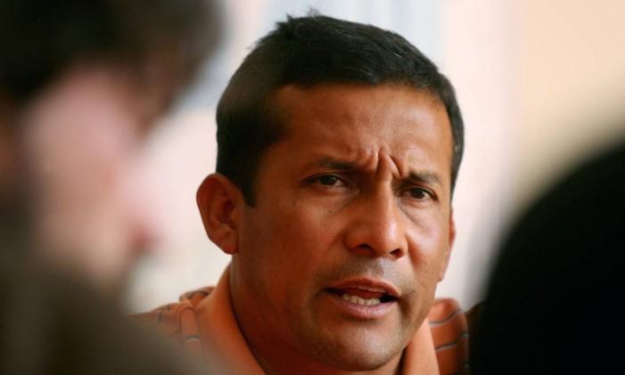 Ollanta Humala durante entrevista coletiva em Lima, em abril de 2006 Foto: Mariana Bazo / Reuters