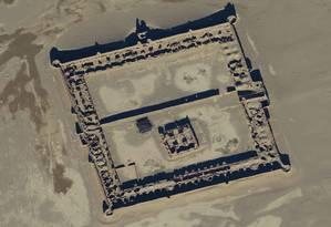 Restos de uma hospedagem para caravanas no deserto do Afeganistão Foto: DIGITAL GLOBE/VIA SCIENCE