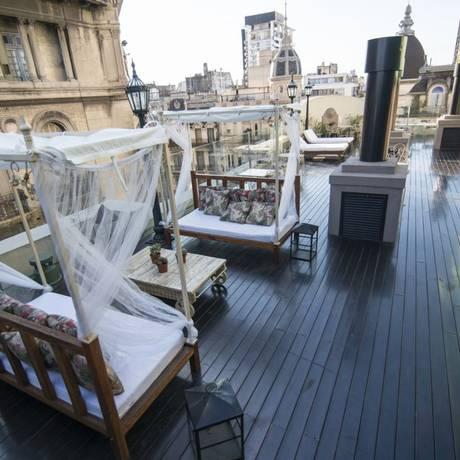 Na cobertura. O Dome Roof Top, no hotel Tango de Mayo, e a vista para os prédios históricos do centro de Buenos Aires Foto: SoulFrame/Divulgação / SoulFrame/Divulgação
