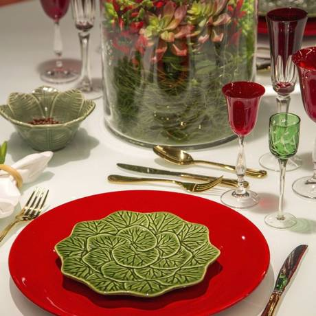 Na decoração de Tininha Falcão, o prato tem formato de folha Foto: Divulgação