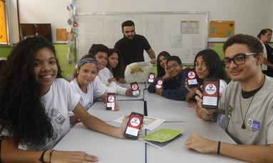 Alunos do 9º ano do Ensino Fundamental e da 1ª série do Ensino Médio participaram da criação do aplicativo Foto: Agência O Globo