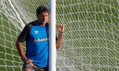 Renato Gaúcho durante treino do Grêmio em Abu Dhabi Foto: AMR ABDALLAH DALSH / REUTERS