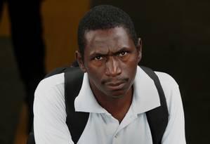 Izaqueu Alves foi vítima de racismo em uma estação de metrô no Rio por policiais que o levaram algemado para delegacia por não apresentar nota de sua própria câmera fotográfica: de réu, ele virou vítima e processou os agentes Foto: Marcio Alves / Agência O Globo