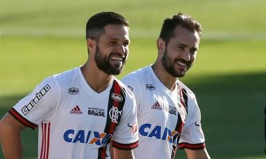 Diego e Everton Ribeiro são algumas das peças que precisam performar Foto: MARCOS BRINDICCI / Reuters