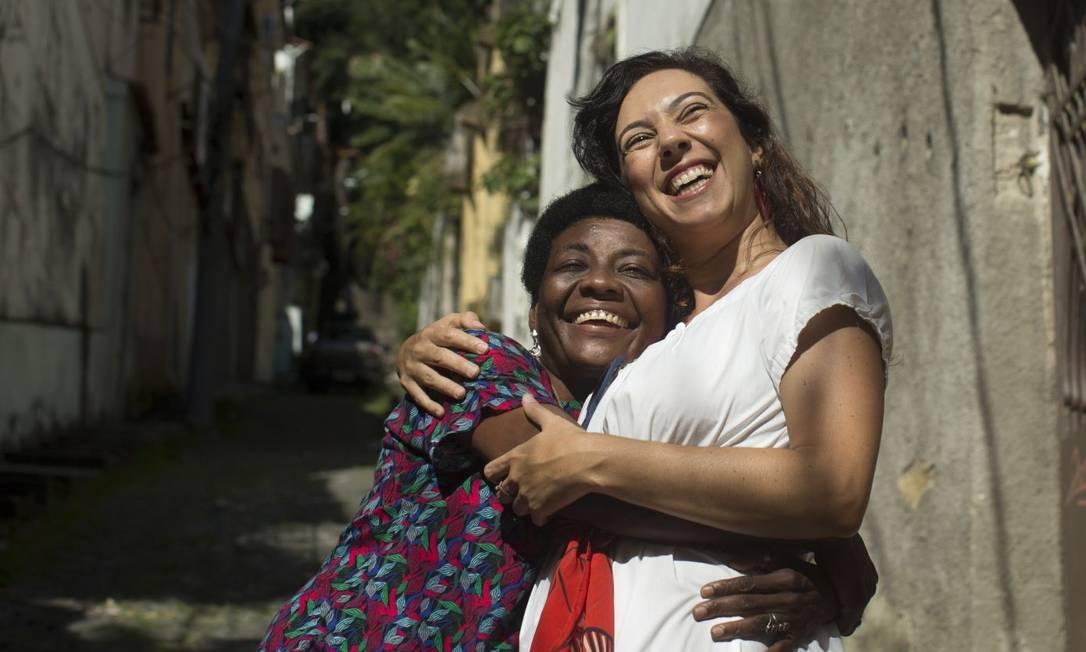 Grupo se une e aluga imóvel para mulher em situação de rua