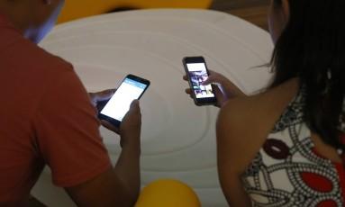 Teles reduzem investimentos, enquanto uso de celular cresce Foto: Fábio Rossi