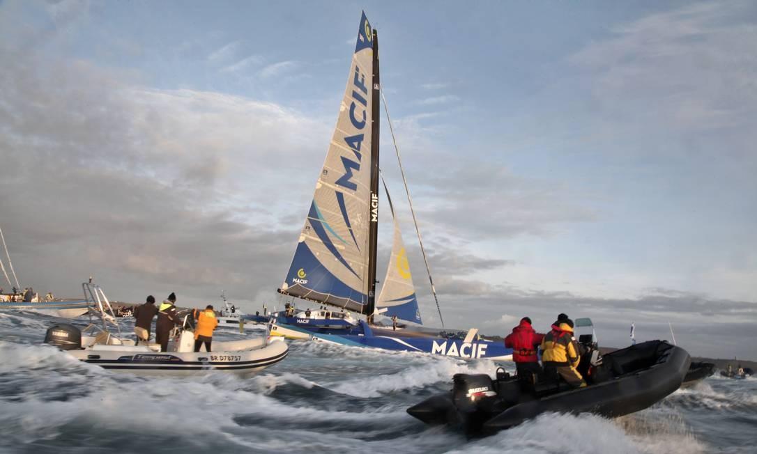 O veleiro do francês Francois Gabart nas águas de Brest Harbor, na França Foto: Thibault Camus / AP