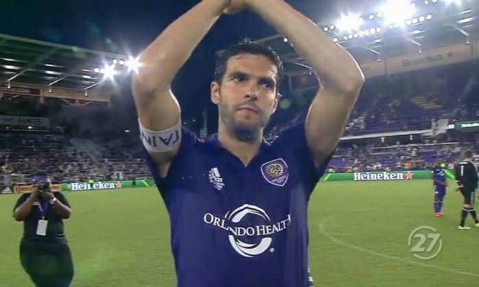 Kaká anuncia fim da carreira