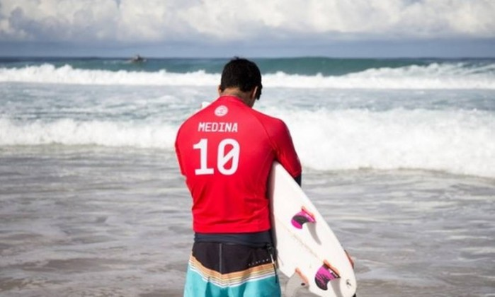Gabriel Medina vai à quarta fase no Havaí