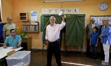 Ex-presidente e candidato a novo mandato, Sebastián Piñera vota no segundo turno do Chile Foto: Esteban Felix / AP