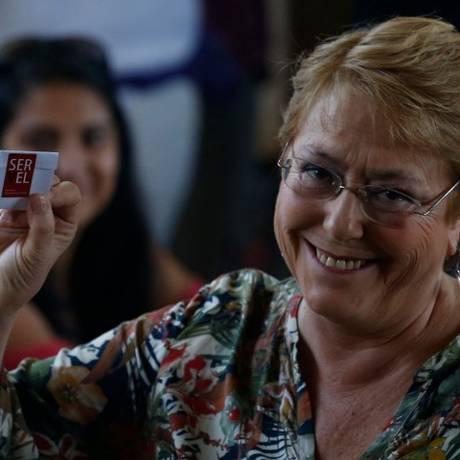 Presidente do Chile vota durante segundo turno que escolheria seu sucessor Foto: PABLO VERA LISPERGUER / AFP