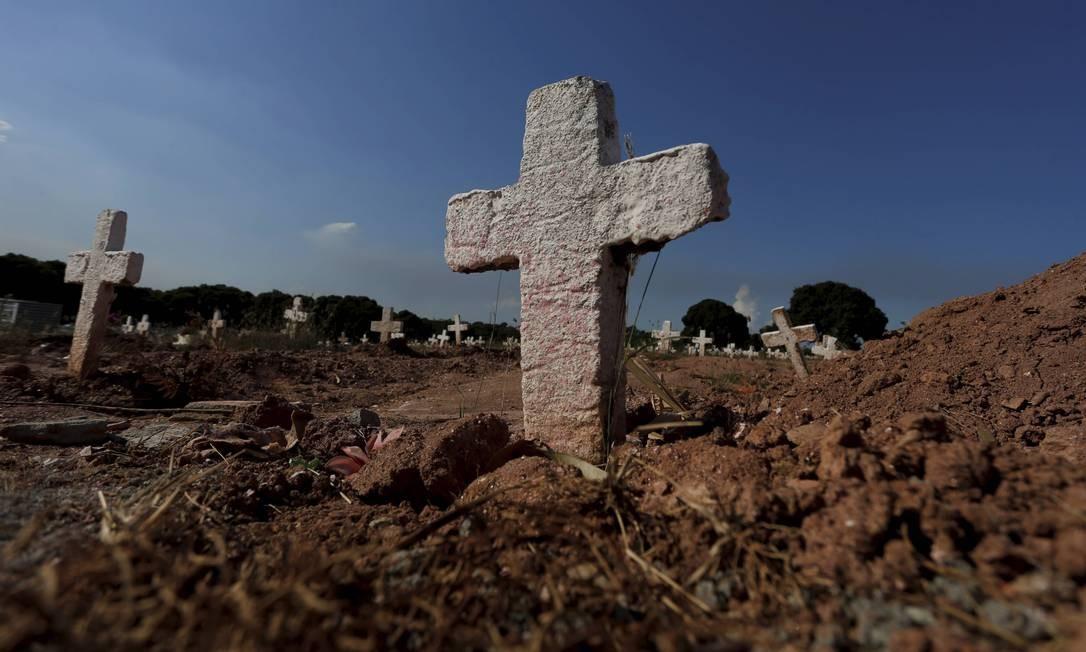 Rio teve registro de 36,7 mortes violentas por 100 mil habitantes em 11 meses. Na foto, o Cemitério do Cajú, na Zona Norte do Rio Foto: Domingos Peixoto / Agência O Globo