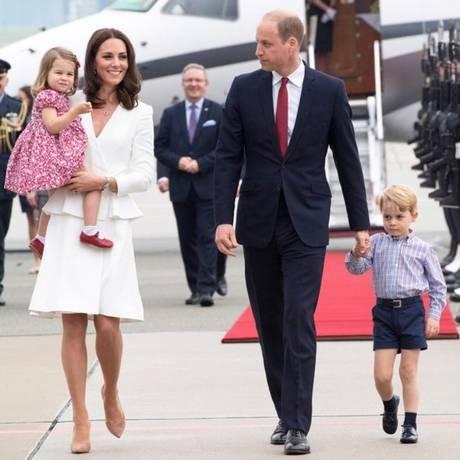 Princesa Charlotte no colo da mãe, Kate Middleton Foto: Divulgação/Palácio de Kensington