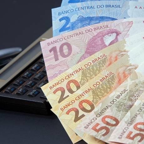 O dinheiro do 13º pode ser encarado como o primeiro passo rumo a um futuro financeiro mais tranquilo Foto: Fotolia