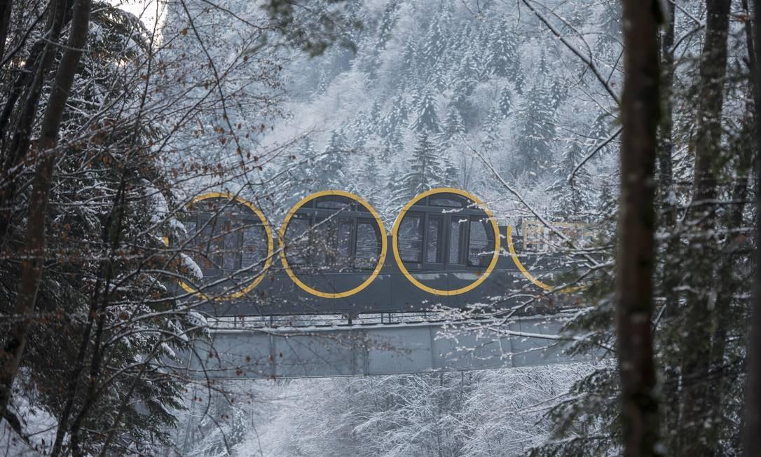 Em cada um dos quatro carros que compõem o funicular nos Alpes Suíços cabem até 34 passageiros Foto: Urs Flueeler / AP