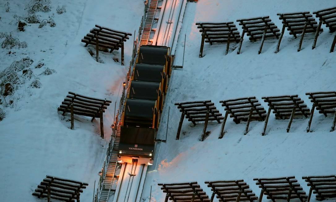 O custo da construção do funicular foi de 52 milhões de francos suíços, que correspondem a R$ 175 milhões Foto: ARND WIEGMANN / REUTERS