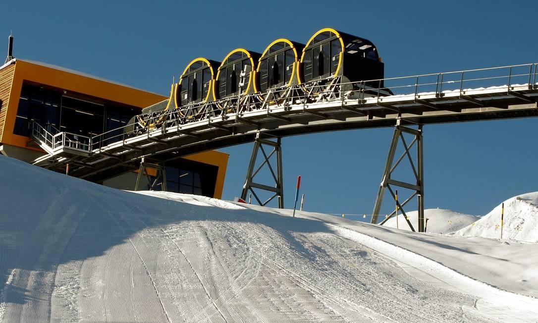 A estação do funicular mais íngreme do mundo no resort de Stoos, nos Alpes Suíços: uma atração a mais no turismo da região central do país Foto: ARND WIEGMANN / REUTERS
