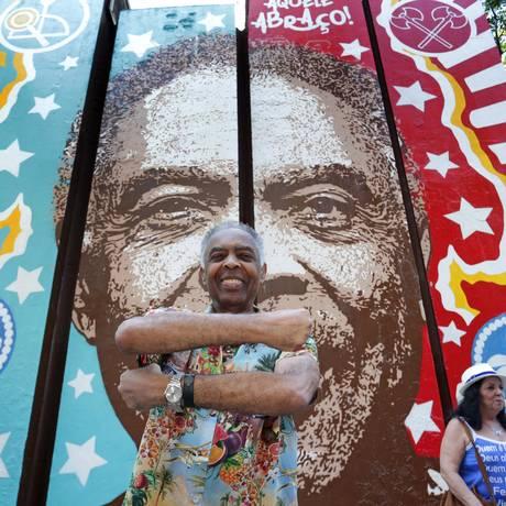 Gilbeto Gil recebeu painel em sua homenagem na Cinelândia, no Centro do Rio Foto: Marcio Alves / Agência O Globo
